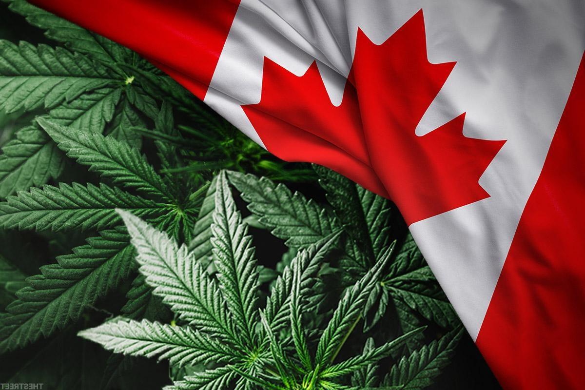Un drapeau du Canada avec des feuilles de cannabis